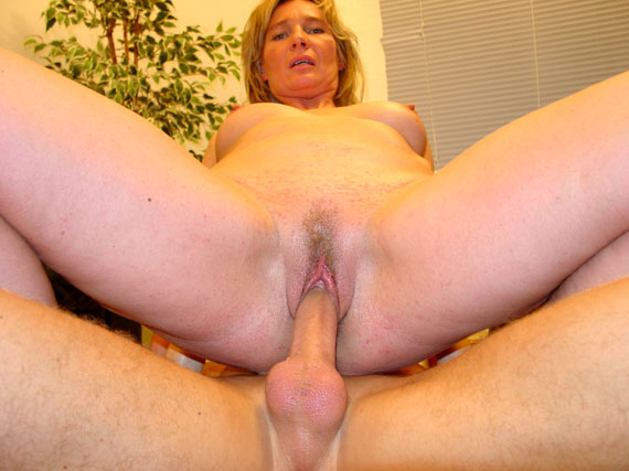 sweet, passionate person Milf in Ketten want your sex can